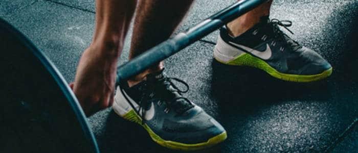 tênis e levantamento de peso