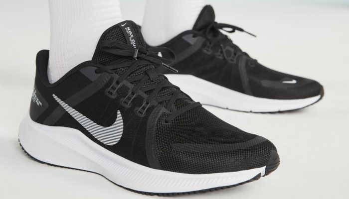 Nike Quest 4 nos pés
