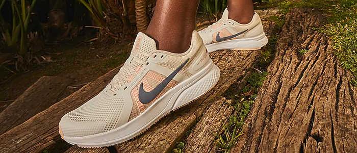 tênis Nike Run Swift 2 nos pés é bom e confortável